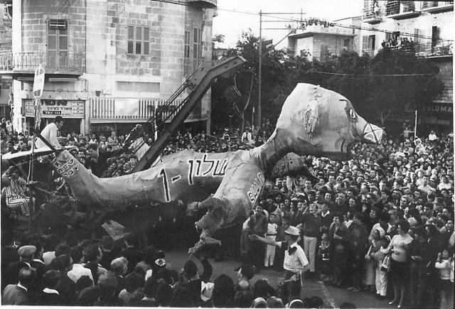 הארכיפרחיטורה, מצעד פורים של תלמידי ארכיטקטורה בטכניון, ברחובות הדר הכרמל. 1965/6